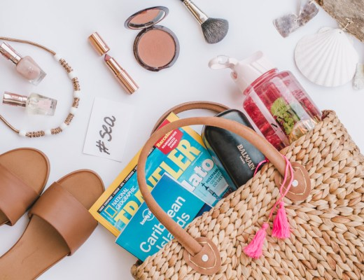 Summer essentials - a girly guide what to pack for your next holidays. You just need these things in your life!
