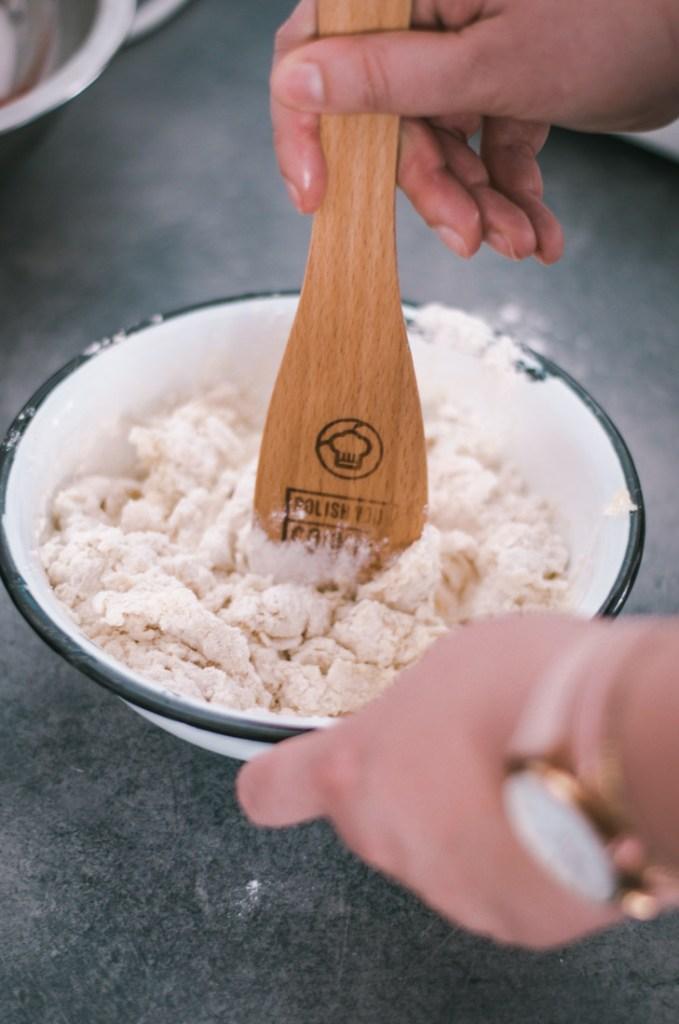 Przygotowywanie ciasta na pierogi