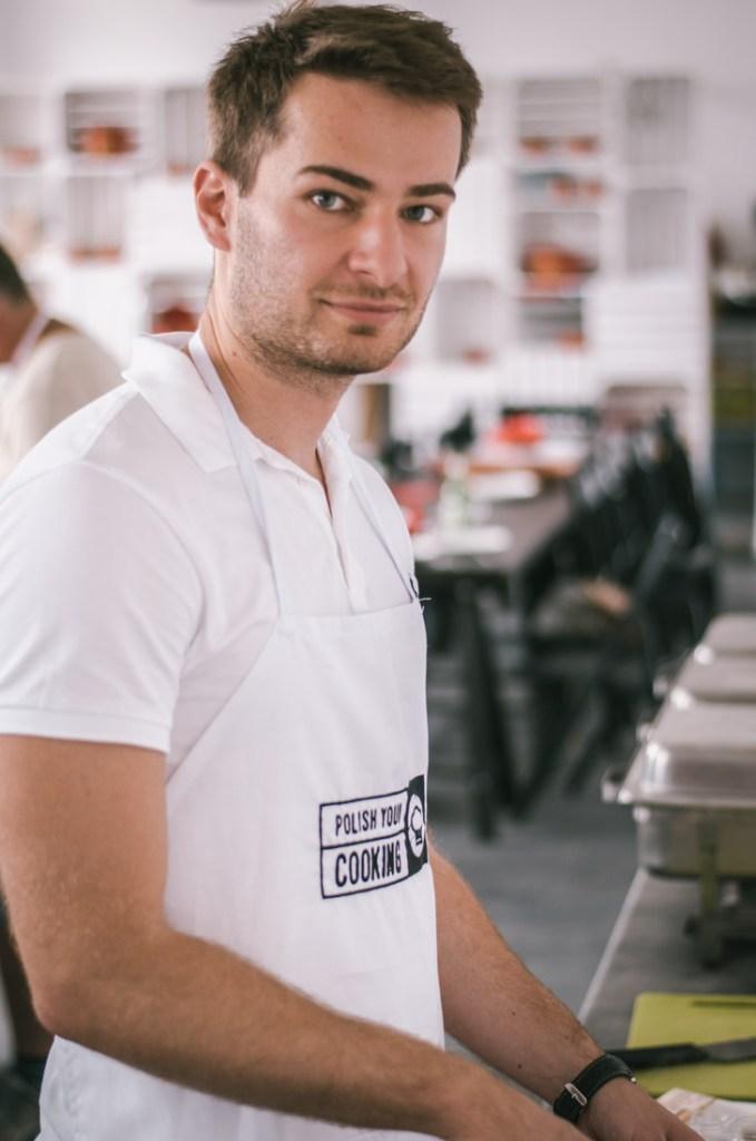 Michal przygotowuje ciasto na pierogi