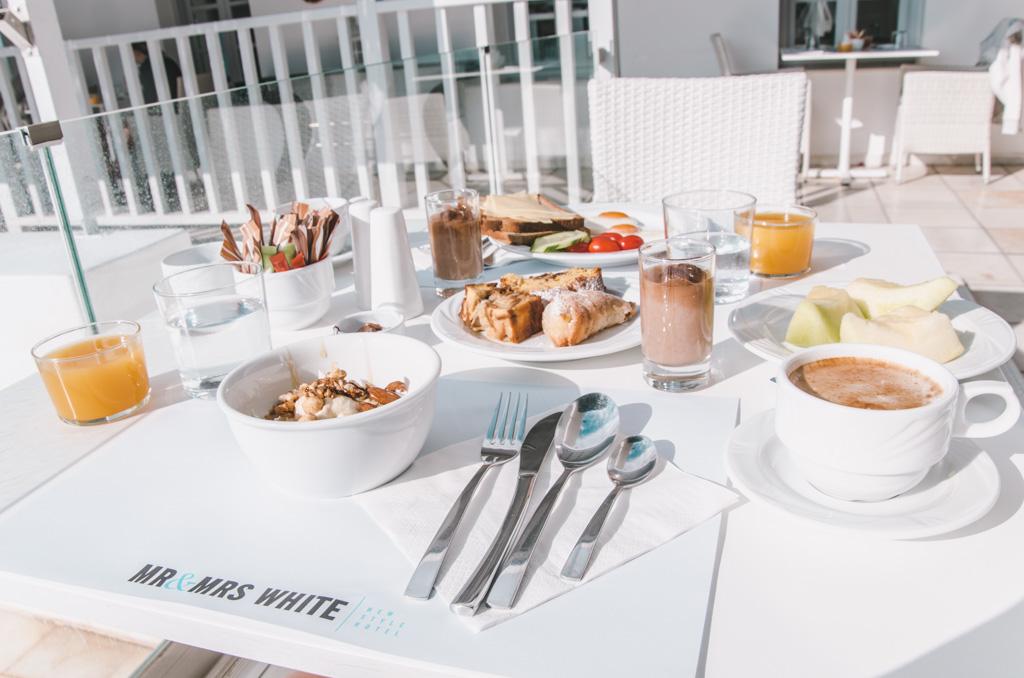 Mr & Mrs White - breakfast