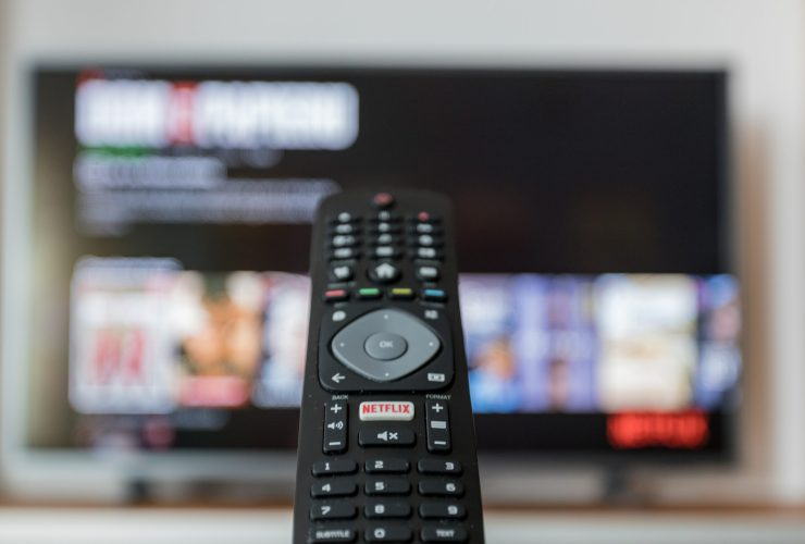 How to clean the tv screen and remote controls like a pro