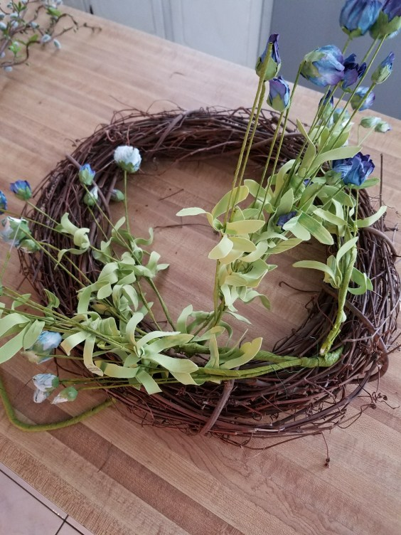How to make a beautiful spring wreath with blue color theme