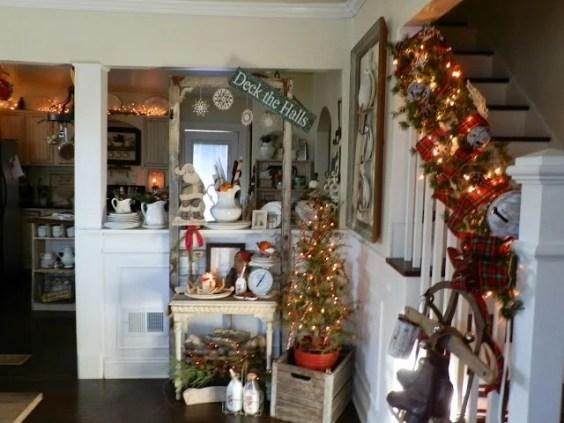 Beautiful Farmhouse Cottage Christmas Decor