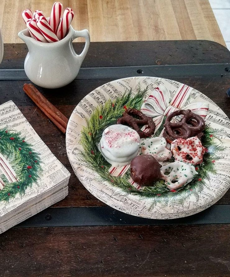 Festive music plates and napkins