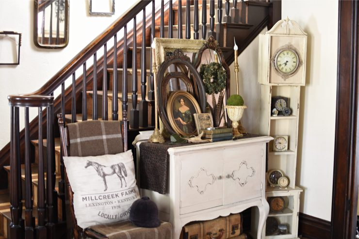 Traditional English Cottage Style Entryway decor