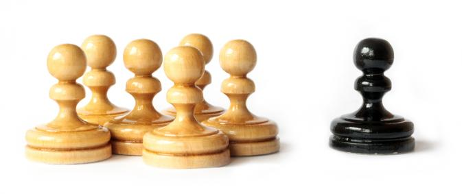 racism-black-white-pawns-chess