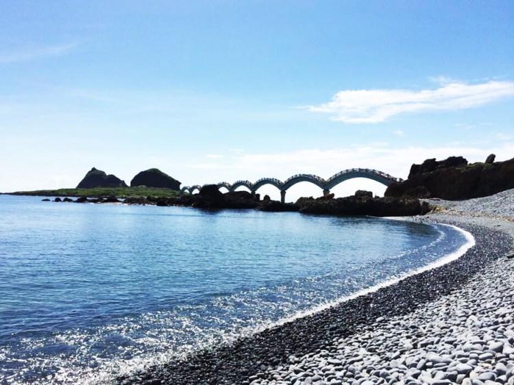 台東池上景點「伯朗大道」一望無際的稻田、山景及筆直的道路