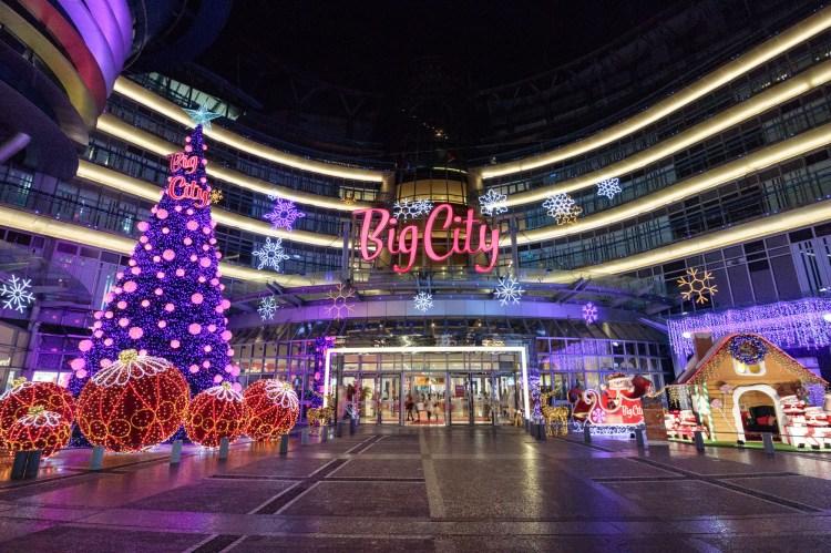 新竹東區景點「2018 Big City 巨城購物中心」15米高聖誕樹點亮!