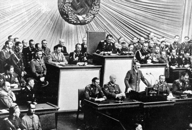 """La Costituzione di Weimar e la lezione dei """"contrappesi"""""""