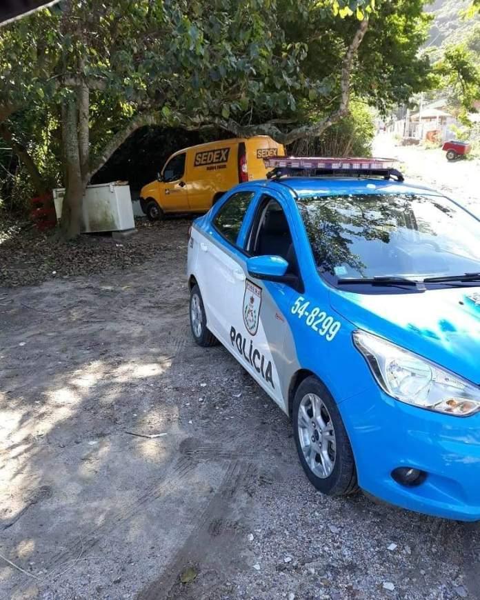 Jovens foram presos após roubarem um carro dos Correios. Foto: Divulgação/PM
