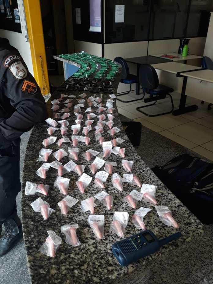 Segundo a PM, um homem foi preso e outros suspeitos fugiram. Foto: PM/Divulgação