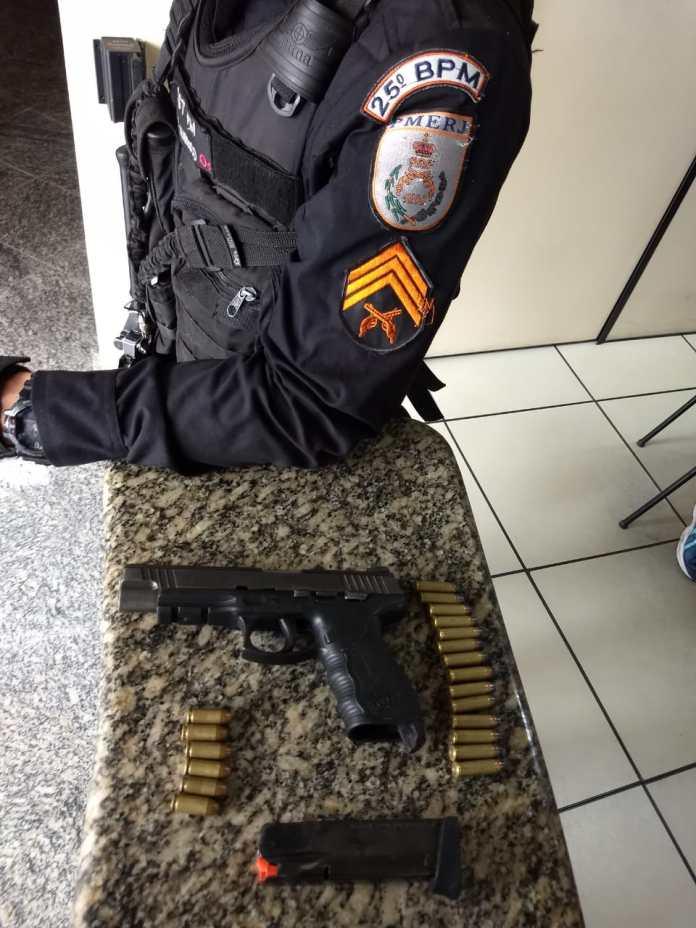 Polícia foi até o Morro da Cabloca e equipe recebeu disparos de criminosos. Foto: PM/Divulgação