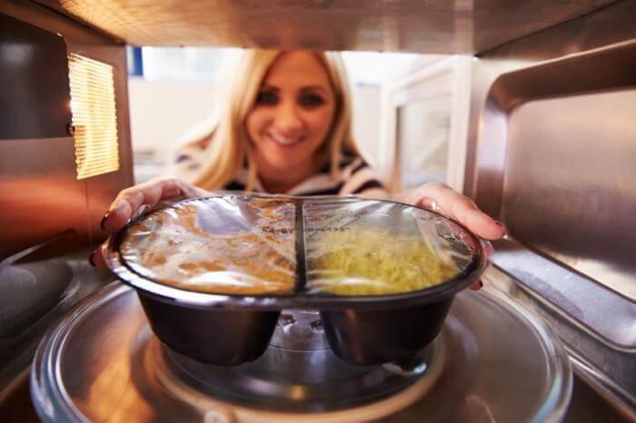 Boas práticas na manipulação de alimentos: Use o micro-ondas adequadamente