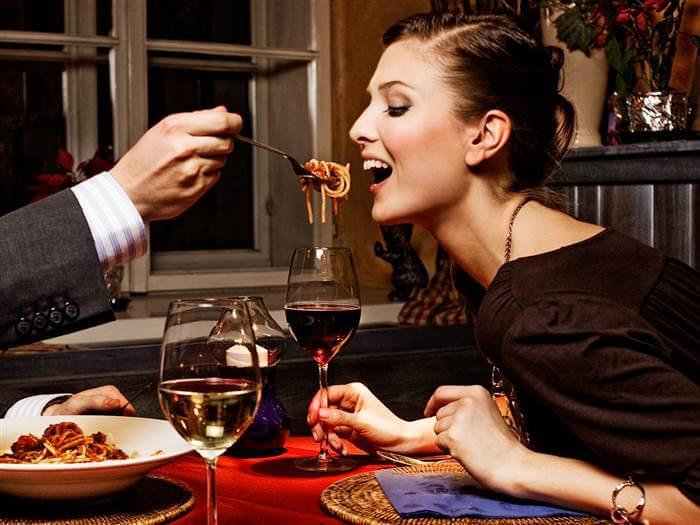 4 2 - Comer carboidratos à noite engorda? É mito ou verdade?