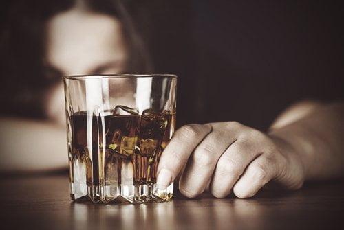 3 1 - Por que misturar bebida alcoólica dá ressaca? Saiba o motivo!
