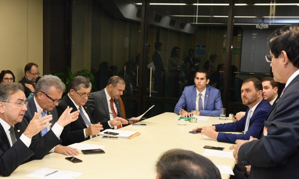 248 milhões em emendas destinadas ao Ceará seguem sem definição