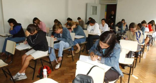 Acesso ao ensino superior no Brasil não está compatível com os padrões internacionais