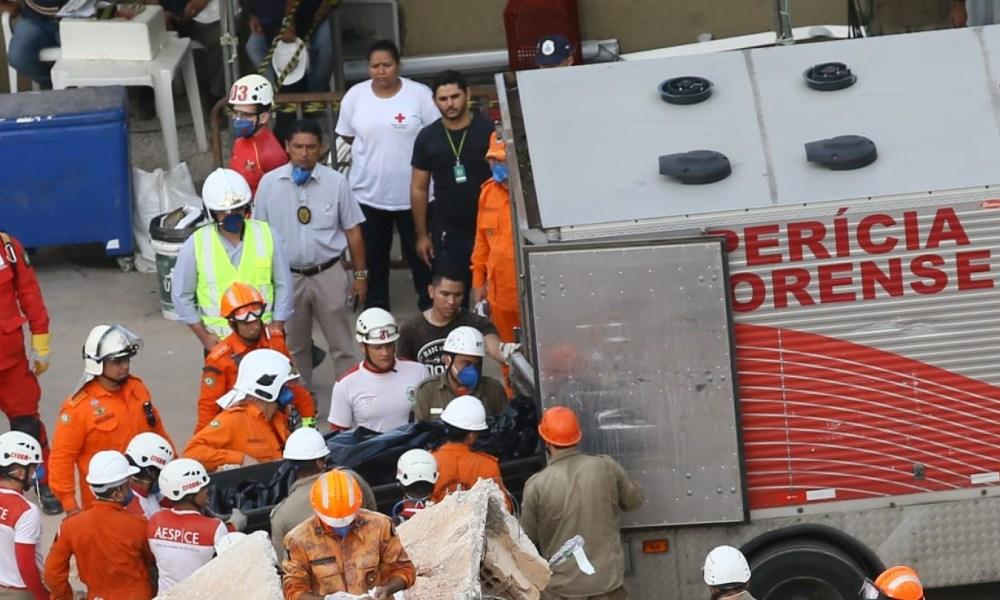 Bombeiros confirmam 4ª morte no desabamento do prédio em Fortaleza