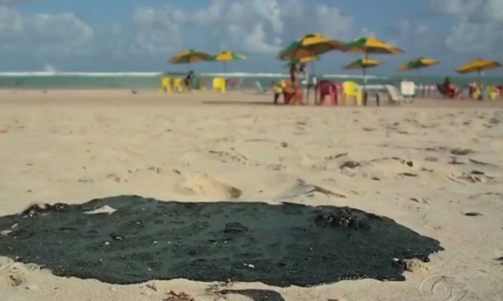 Chega a 115 o número de locais atingidos por manchas de óleo no Nordeste