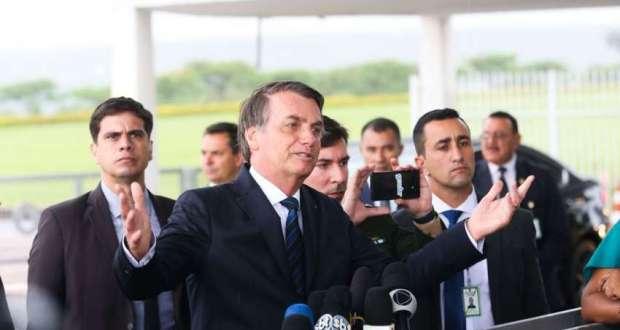 """Jornalistas são """"uma espécie em extinção"""", diz Bolsonaro"""