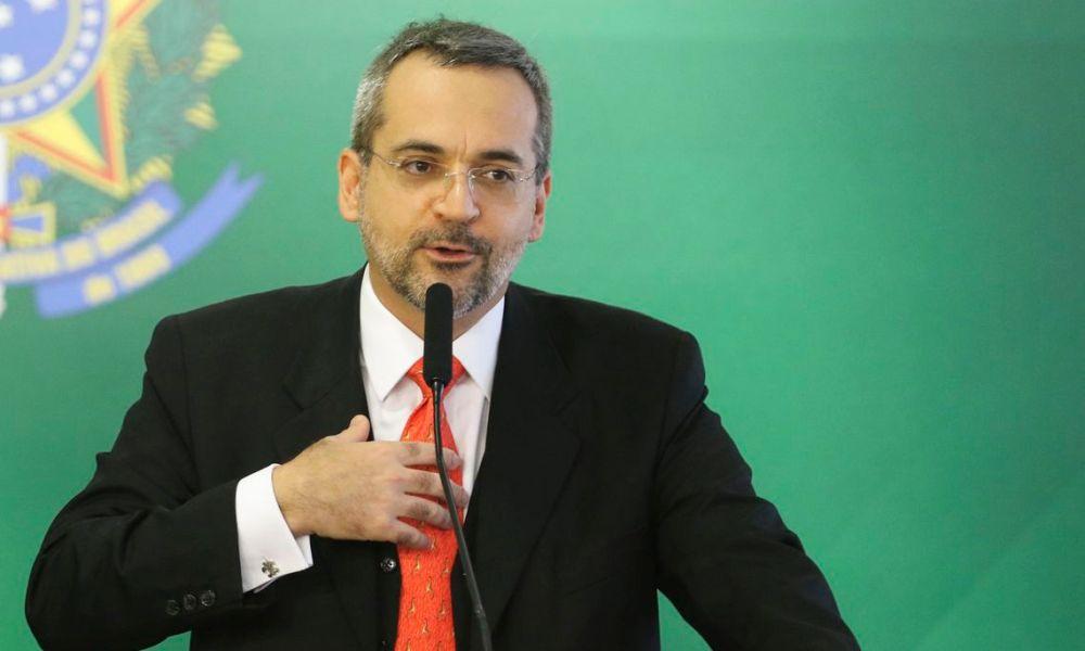 MEC anuncia retomada de 3.182 bolsas pela CAPES
