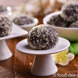 10 Minute Chocolate Almond Balls