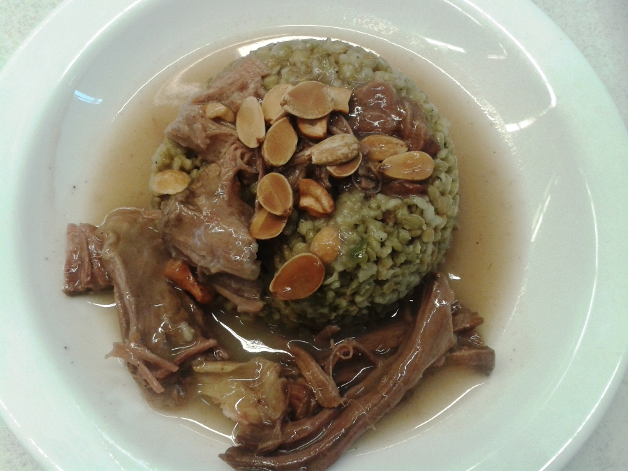 Freekeh with meat, served with nuts and almonds