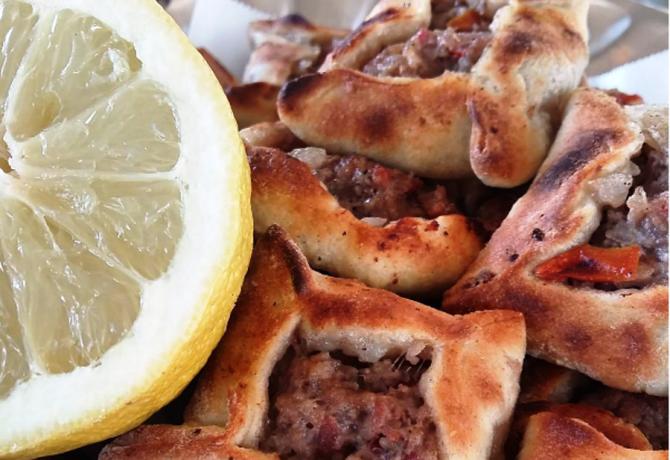 Enjoy the sfeeha with a dash of lemon juice