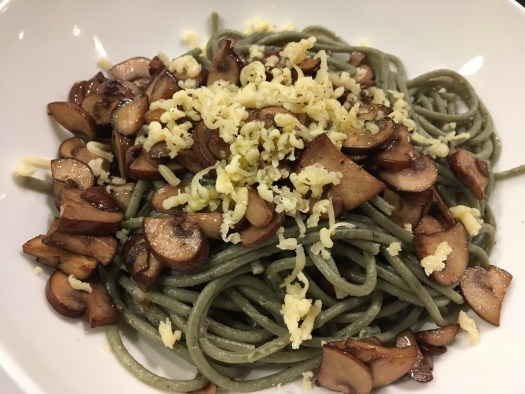 Chestnut mushrooms and spirulina and spelt spaghetti