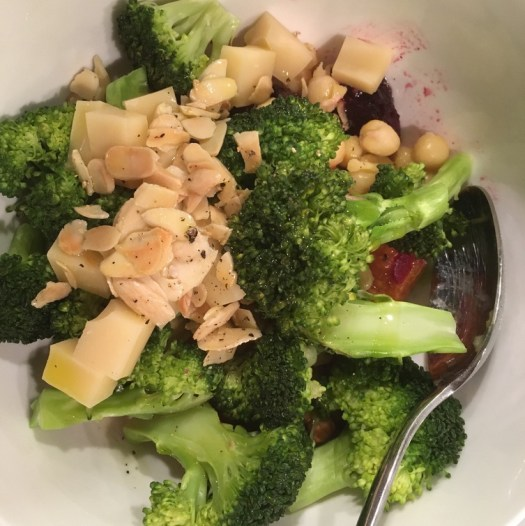 Salad with roots, broccoli and roasted almonds