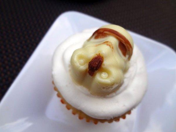 white-chocolate-stormtrooper-star-wars-cupcakes