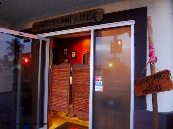 door-entrance-bulls-smokin-bbq