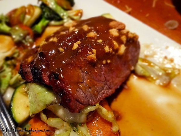 sliced-steak-peanut-sauce