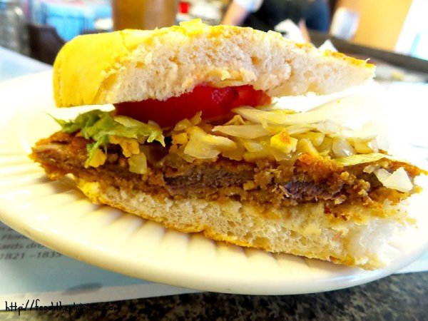 bistec-empanizado-sandwich-sideview