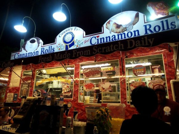 country-fair-cinnamon-rolls-booth