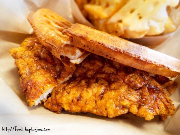 chicken-and-waffle-sandwich-bruxie