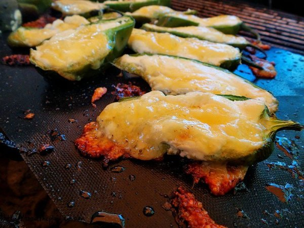 cheesy-jalapeno-poppers-grill-mat