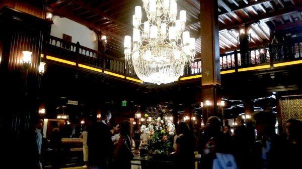 hotel-del-coronado-lobby-waiting