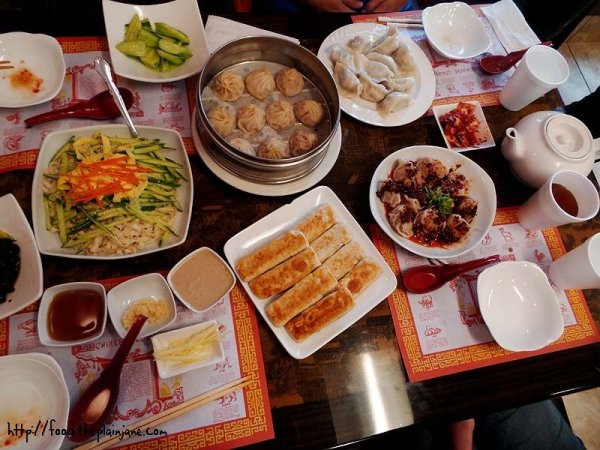 table-full-o-food-hui-tou-xiang-noodles-house