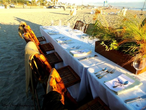 table-setup-on-the-beach