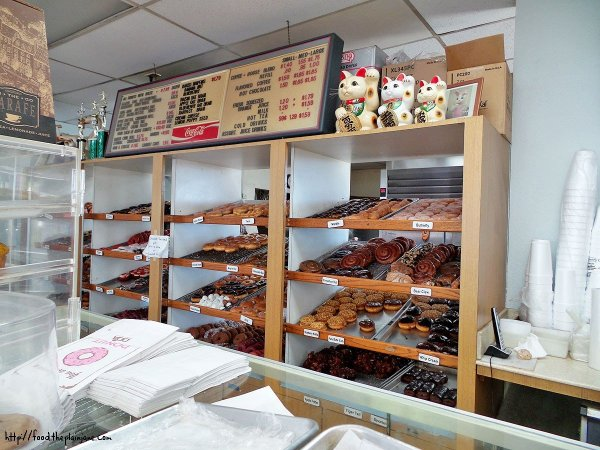 shelves-of-donuts-donut-menu-donuttery