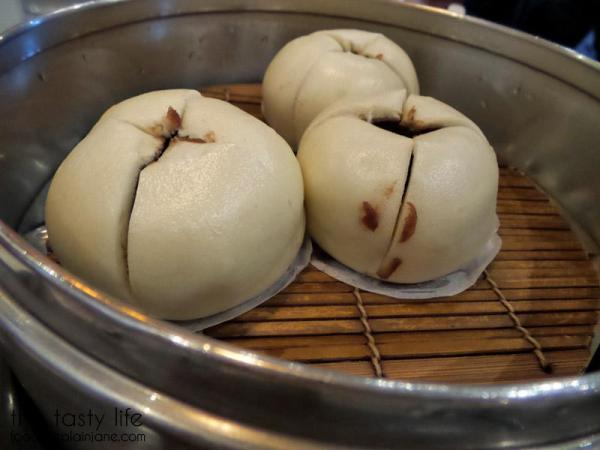 din-tai-fung-red-bean-bun-outside