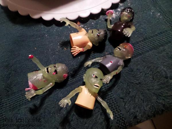 glow-in-the-dark-zombie-finger-puppets
