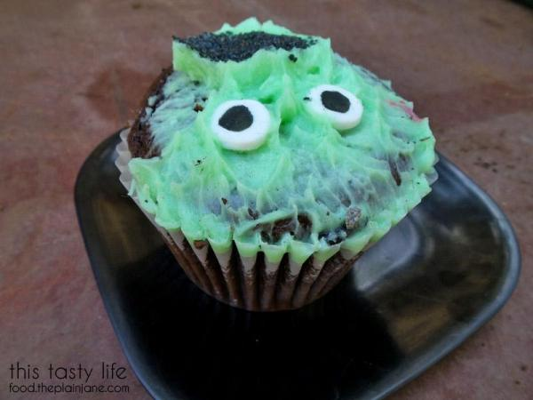 minty-frank-cupcake