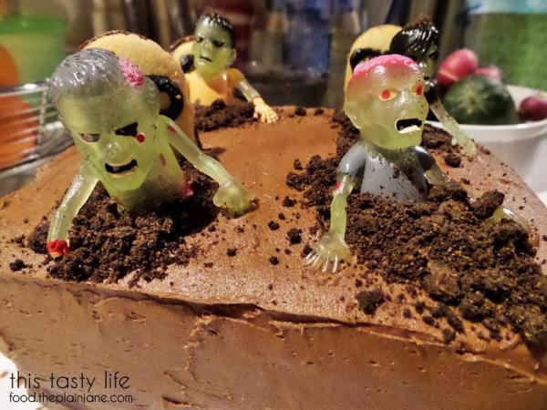 zombie-cake-closeup-graveyard