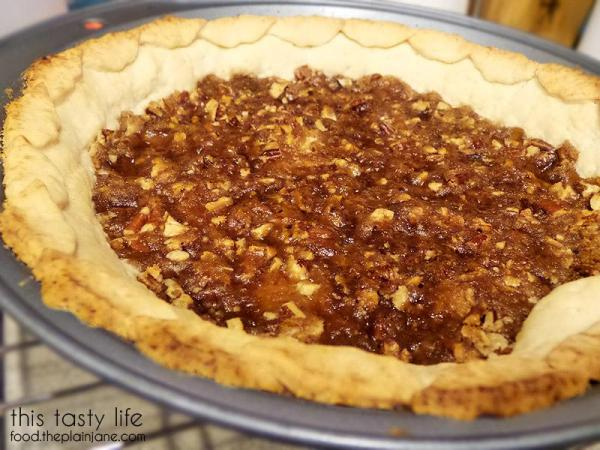 Crunchy pecan crust | This Tasty Life - http://food.theplainjane.com