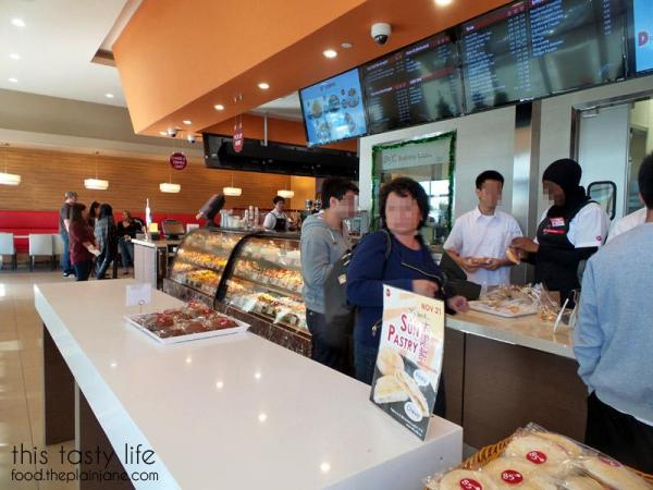 Inside of 85c Bakery San Diego | This Tasty Life