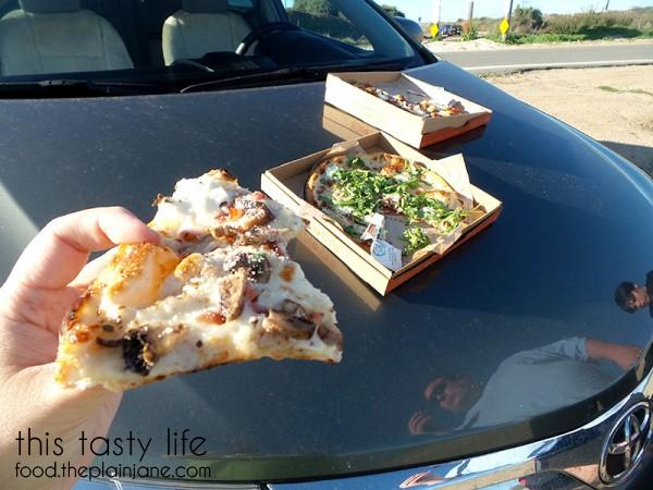 hood-pizza-eating