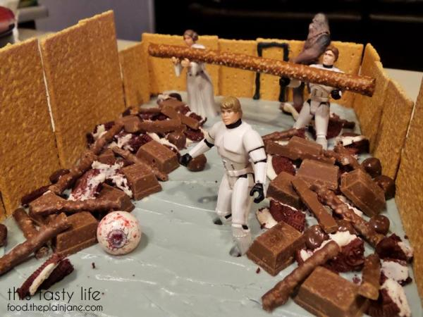 star-wars-trash-compactor-cake-luke