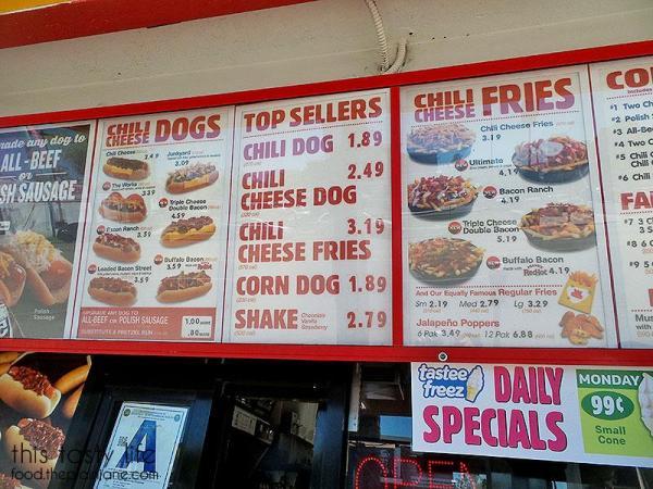 weinersnitchel-menu-chili-cheese-dogs